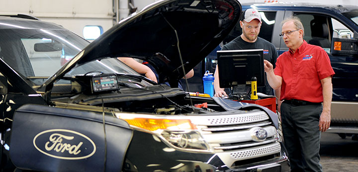 DMACC Ford ASSET student with instructor
